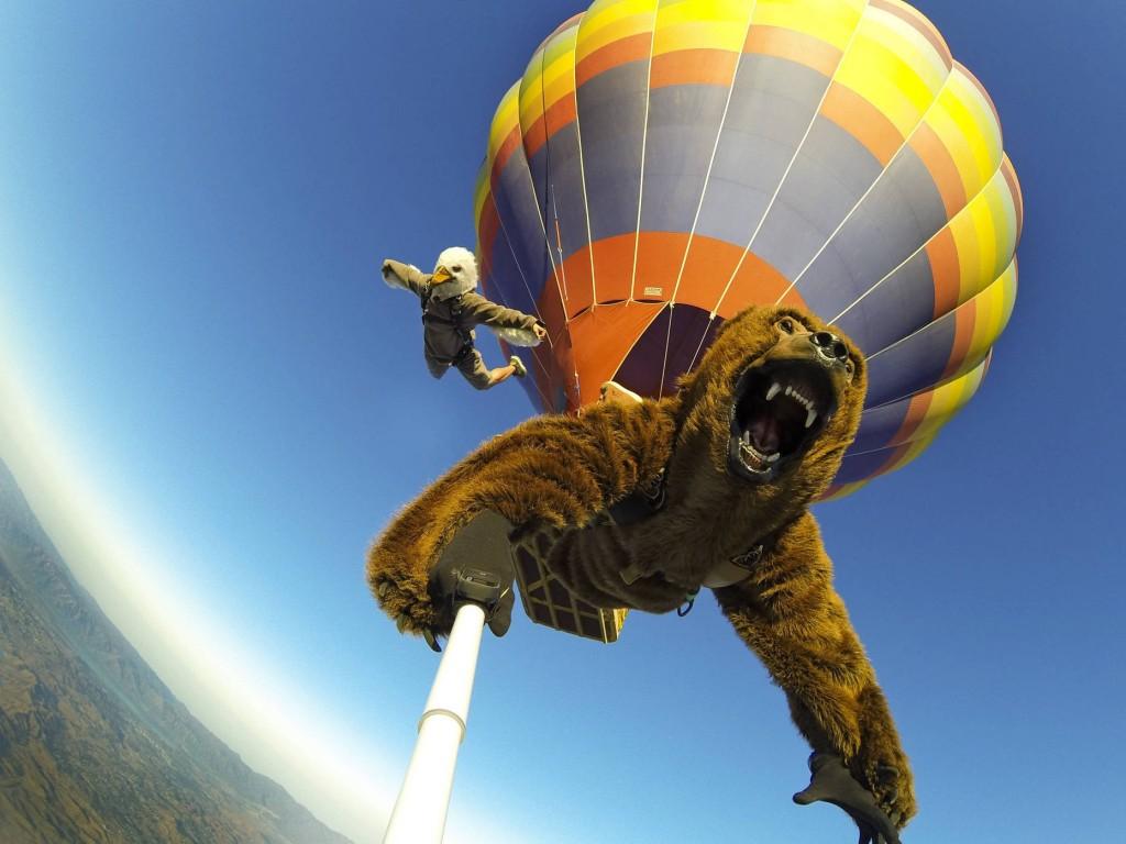 Hot-Air-Balloon-Jump-Selfie